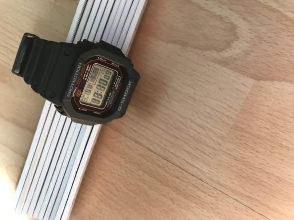 Meine Uhr steht hintern einem Fenster, Solarfunkuhr G shock M5610 - 1 Er, trotzdem ist sie relativ heiss hält sie das aus?