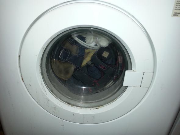 Noch ein Bild wie voll die heute war - (Schuhe, Waschmaschine, Sandalen)
