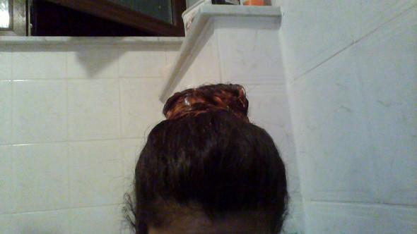 Das sind meine Dunkelbraunen-Schwarzen Haare und rote Farbe in den Spitzen - (Haarfarbe, färben)