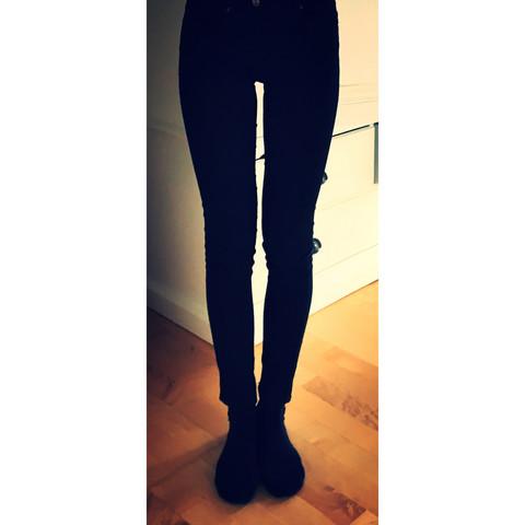 - (Beine, Figur, Magersucht)