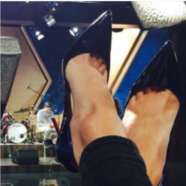 Mir hat letztens eine Frau mit diesen Schuhen in die Eier