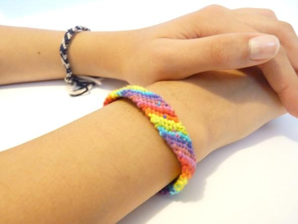 So sehen die Armbänder aus. - (Kinder, verkaufen, basteln)