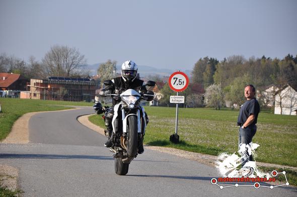 Bild 1 - (Angst, Motorrad, Wheelie)