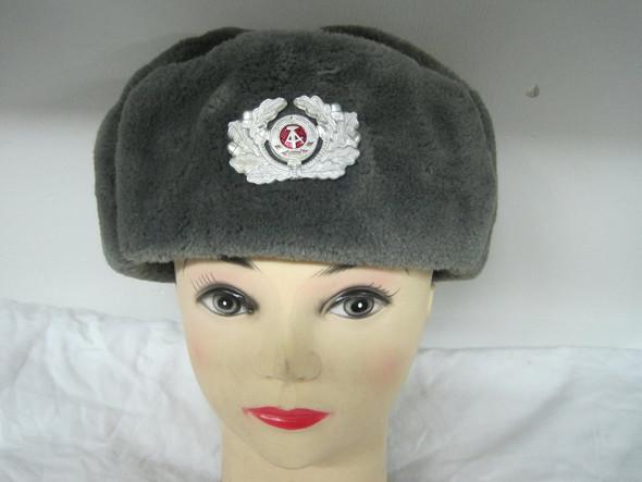 Mit so einer Mütze rumlaufen? (Soldat)