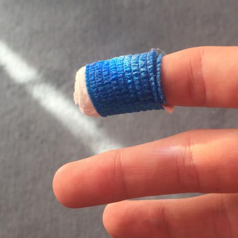 Der Finger  - (Fußball, Verletzung, Schnittwunde)