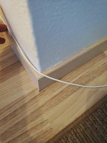 mit welchem kleber kann ich ein telekom hybrid kabel 3mm am besten an der sockelleiste entlang. Black Bedroom Furniture Sets. Home Design Ideas