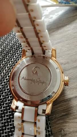 Mit welchem Werkzeug kann ich diese Armbanduhr öffnen?