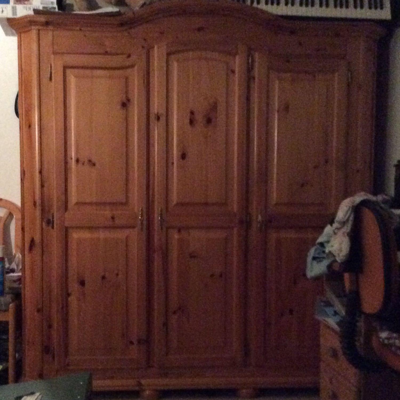 mit welcher farbe kann ich meinen schrank streichen f rben. Black Bedroom Furniture Sets. Home Design Ideas