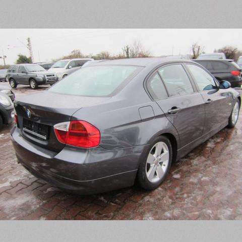 Das model von hinten  - (Model, BMW, 320i)