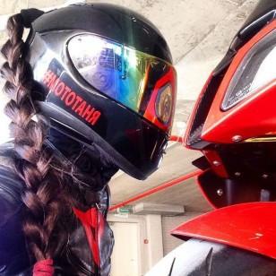 Haare fur motorradhelm