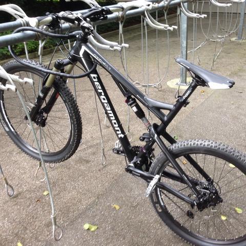 mountainbike auch auf strasse fahren sport fahrrad trials. Black Bedroom Furniture Sets. Home Design Ideas