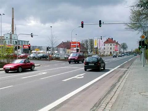 Ampel ohne Straßeneinmündung - (Recht, Straßenverkehr, Ampel)