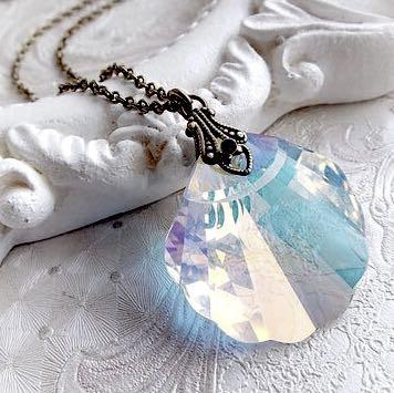 Muschelförmige Kristallkette - (Schmuck, Kette, Kristall)