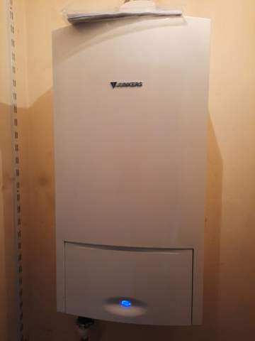 Muss ich bei einer Heizungsanlage (Therme) in der Wohnung Gas und Warmwasser selber anmelden oder ist das in den Betriebskosten enthalten?