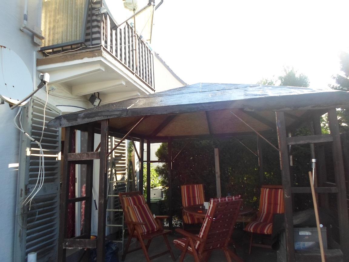 nachbarin beschwert sich ber unseren pavillion unter ihrem balkon garten pavilion. Black Bedroom Furniture Sets. Home Design Ideas