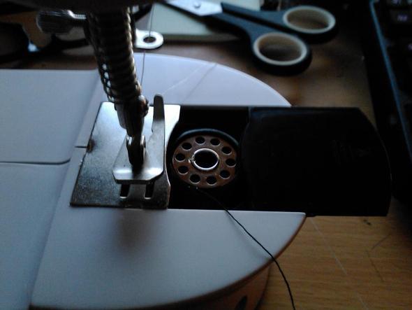 Nähmaschine einfädeln (Unterfaden) (einfaedeln) -> Nähmaschine Einfädeln