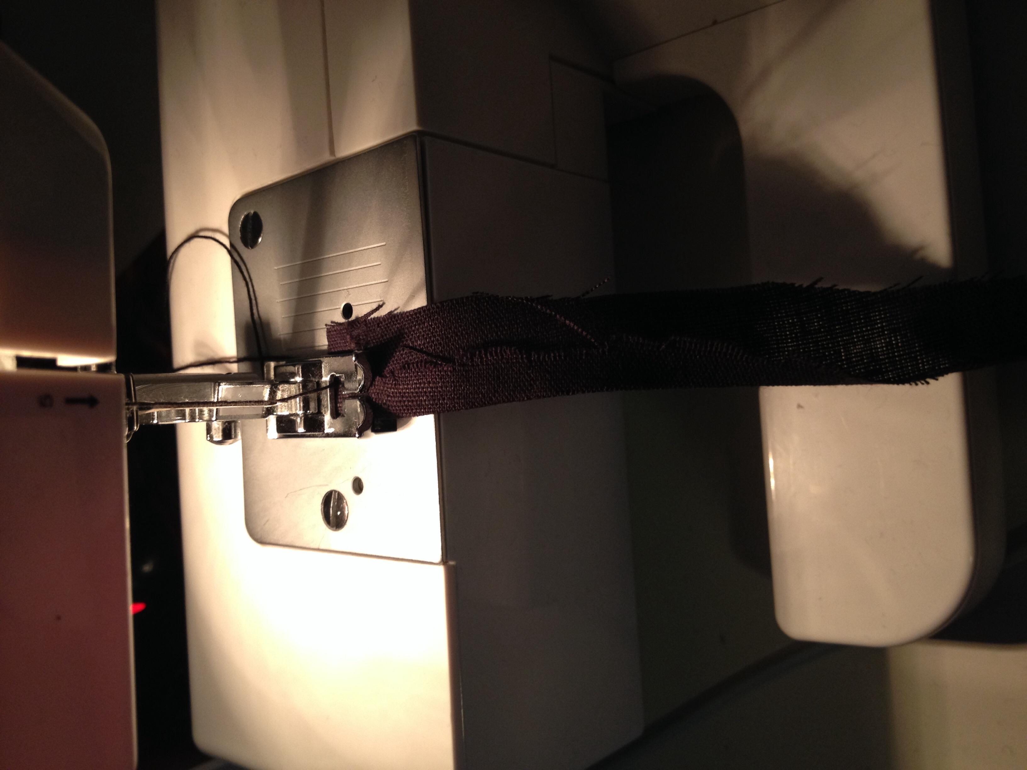 n hmaschine frisst oberfaden beim n hen singer symphonie garn naehgarn. Black Bedroom Furniture Sets. Home Design Ideas