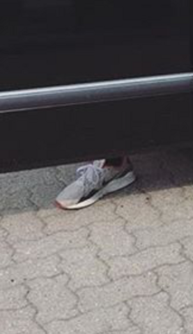 - (Schuhe, Name, Namen)