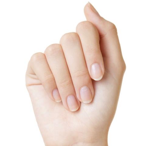 Naturliche Nagel Oder Gelnagel Bei Jungen Frauen