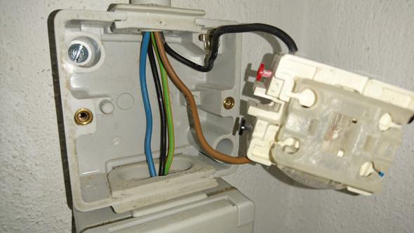 Lichtschalter u. Steckdose - (Technik, Haus, Wohnung)