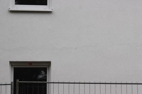 Ca. 30cm über dem Fenster ist ein Streifen! - (Fassade, Außenputz, Putzfassade)