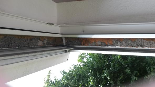 Spalt Fenster zu Rollokasten  - (bauen, Fenster)