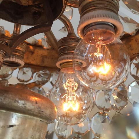 Lampe wird heller wenn ich eine Leuchte rausdrehe.  - (Elektronik, Haushalt, Strom)