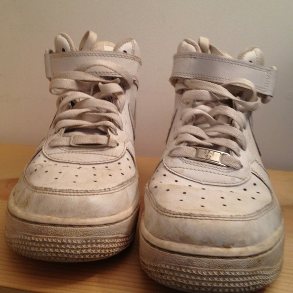 neue oder abgenutzte nike air force one dirty. Black Bedroom Furniture Sets. Home Design Ideas