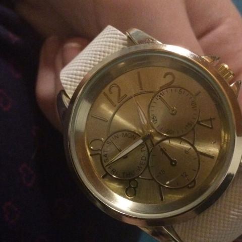 Das ist meine Uhr - (kaputt, Uhr, Armbanduhr)