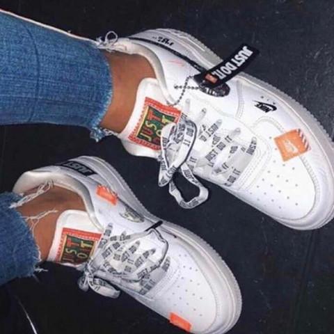 Nike Air Force 1 weiß orange low, weiss jmd wo man die kaufen kann?