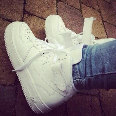 Nike Air Force In Weiß Frage Mädchen Behalten Oder Zurück
