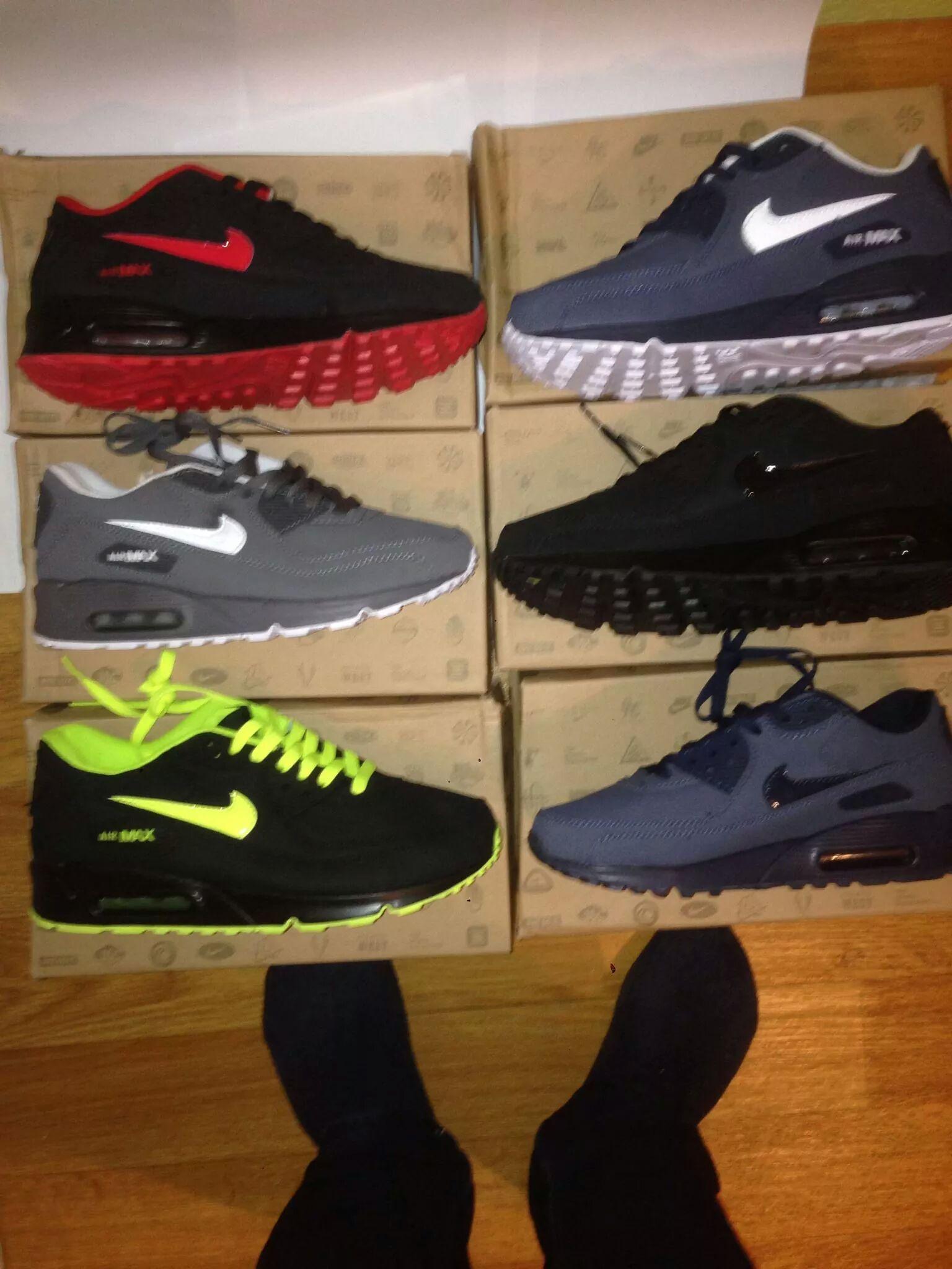 Nike Schuhe Rote Sohle