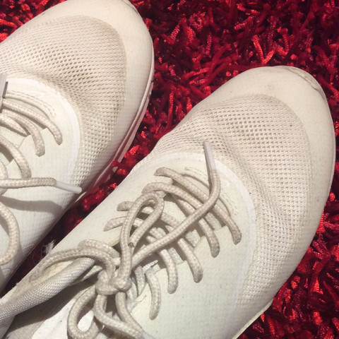 Nike Air Max Thea in weiß wieder weiß bekommen? (Schuhe ...