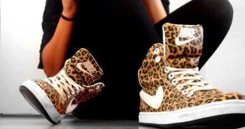 separation shoes a312b 0b3cf Nike Leoparden Schuhe gesucht! (Leoparden-Muster)