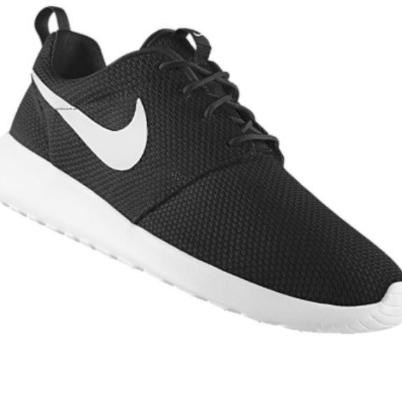 nike roshe in schwarz wei f r m nner herren run. Black Bedroom Furniture Sets. Home Design Ideas