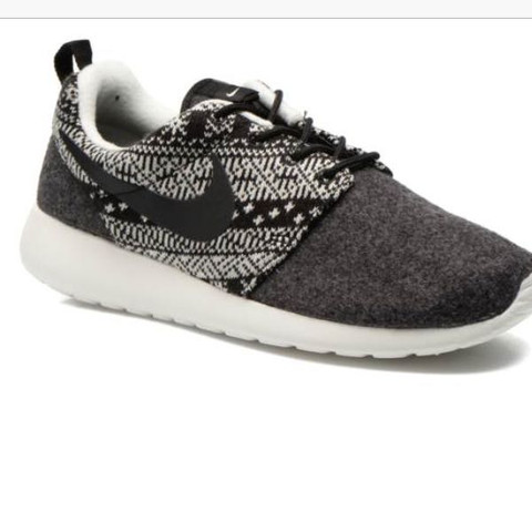Das sind die Schuhe  - (Mädchen, kaufen, Schuhe)