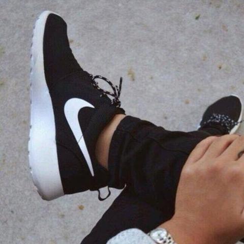Nike Roshe Run Herren Schwarz Weiß
