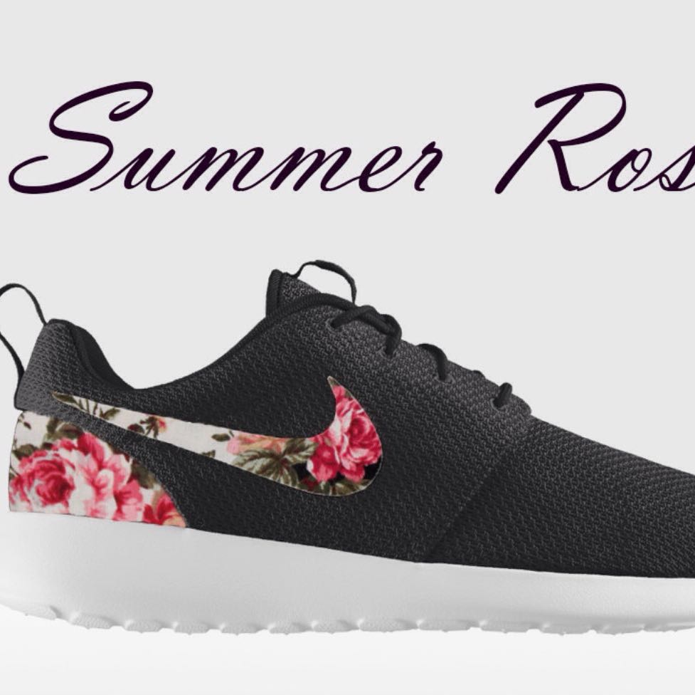 nike roshe run floral in schwarz gr e 39 sport schuhe. Black Bedroom Furniture Sets. Home Design Ideas