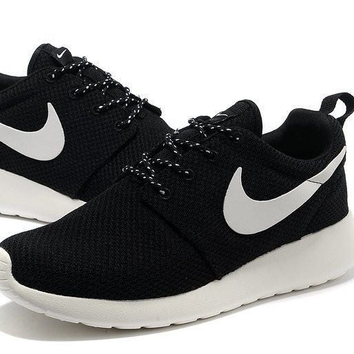 nike roshe run schwarz wei freizeit mode schuhe. Black Bedroom Furniture Sets. Home Design Ideas