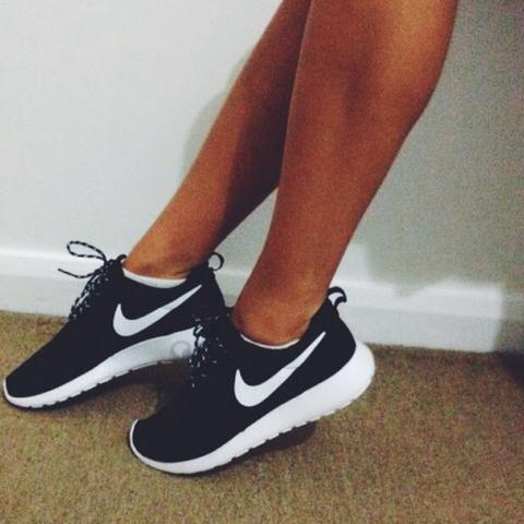 nike rosherun damen schwarz wei roshe run. Black Bedroom Furniture Sets. Home Design Ideas