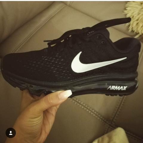 - (Schuhe, Nike, Marke)