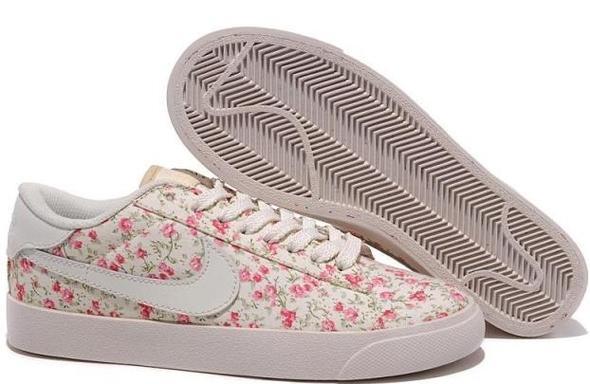 Nike Schuhe mit Blumen print? (Fälschung)