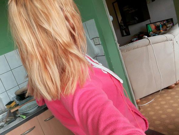am Fenster  - (Friseur, blond, gelb)