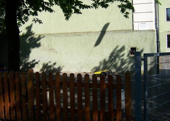 An dieser Wand soll es befestigt werden - (Holz, lackieren)