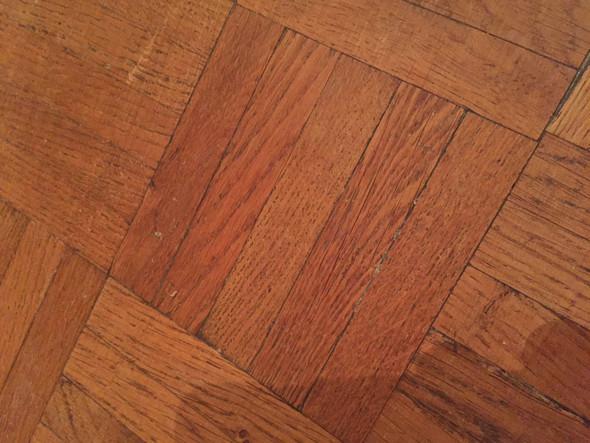 Parkettboden nach der Reinigung neu versiegeln oder polieren?