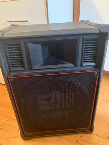 (Partybollerwagen) Kann man mit der Helix HXA 400MK II 2 pa Lautsprecher betreiben?