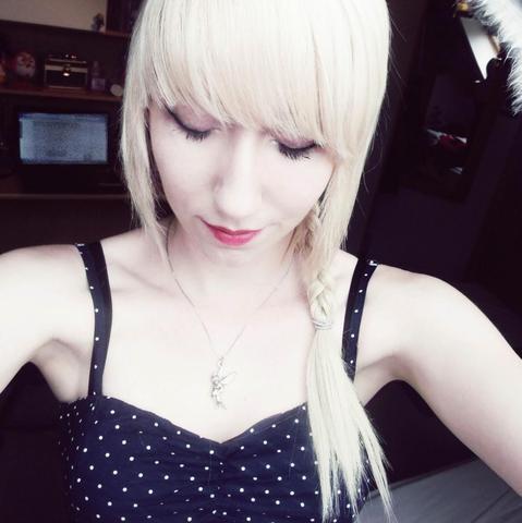 Weißblond, jedoch für mich zu hell. - (Haare, Haarfarbe)