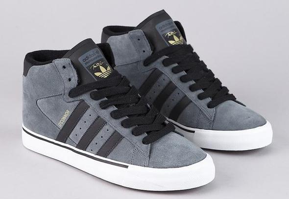 Die Schuhe - (Schuhe, Farbe, Schnürsenkel)
