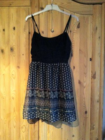 Kleid - (Kleidung, Abschluss, Kleid)