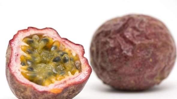 Passionsfrucht: Der essbare Inhalt ist schnell rausgelöffelt und weg, kann man irgendwas mit der Schale anfangen oder die verarbeiten?